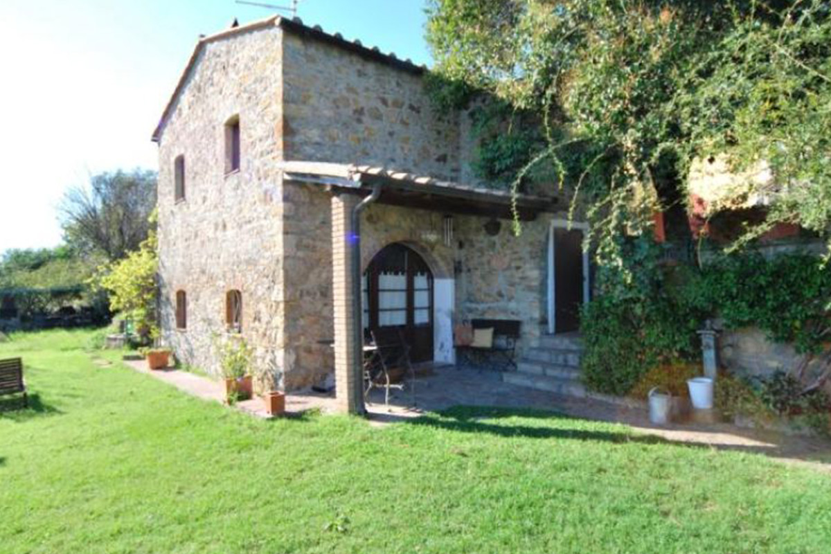 Stone farm houses tuscany properties for sale for 1 homes in italy